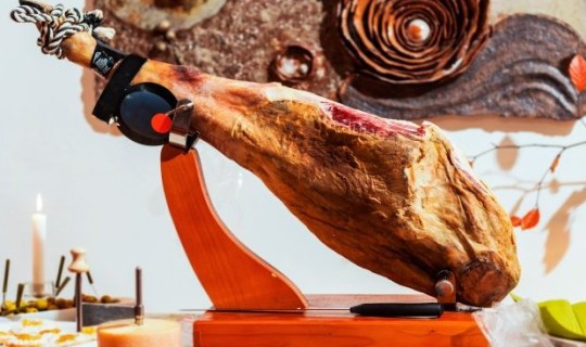 Passion for hand-carved vs. machine-cut jamon... in the Guardian ;)